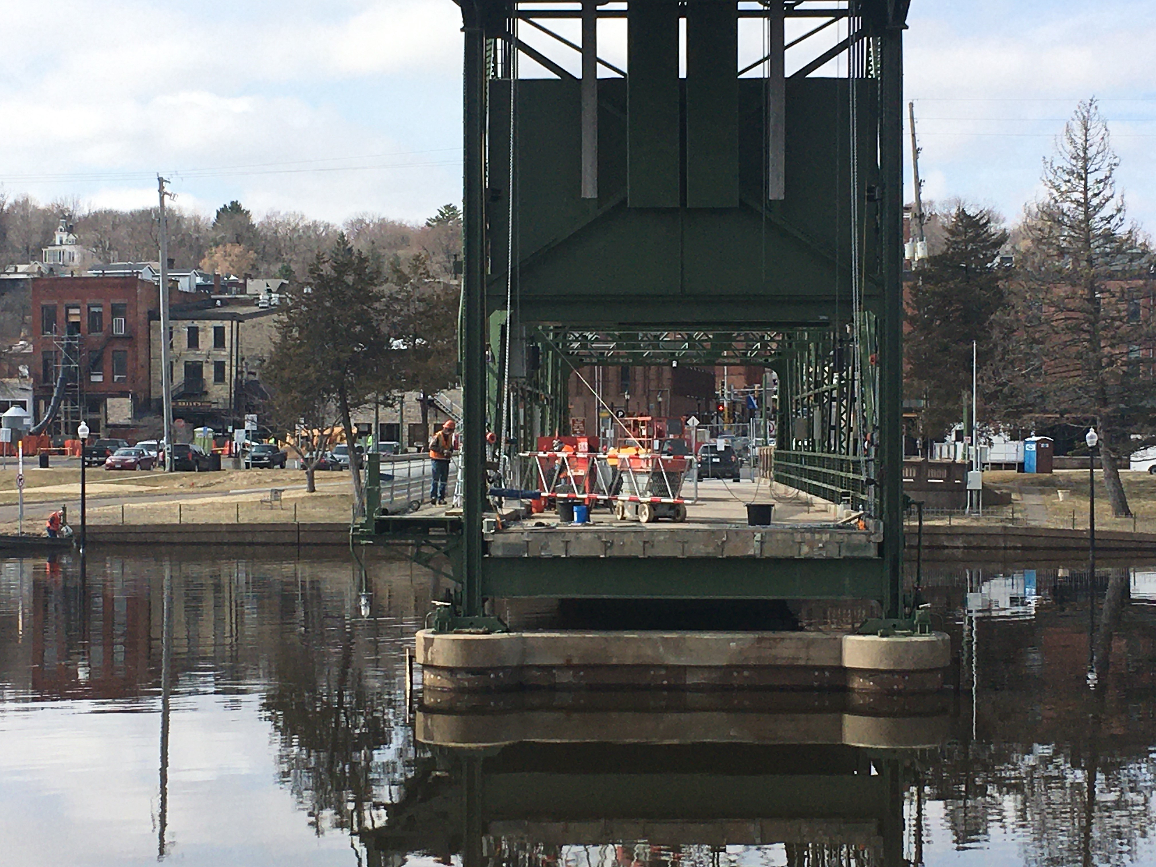 Photo: workers on the Stillwater Lift Bridge